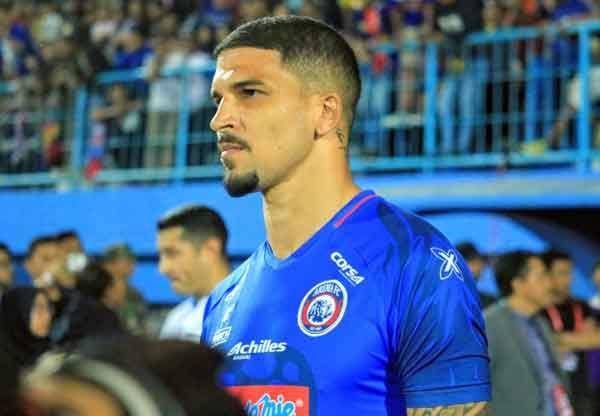 Lepas Caio Ruan, Arema FC Rujuk Lagi dengan Arthur Cunha?